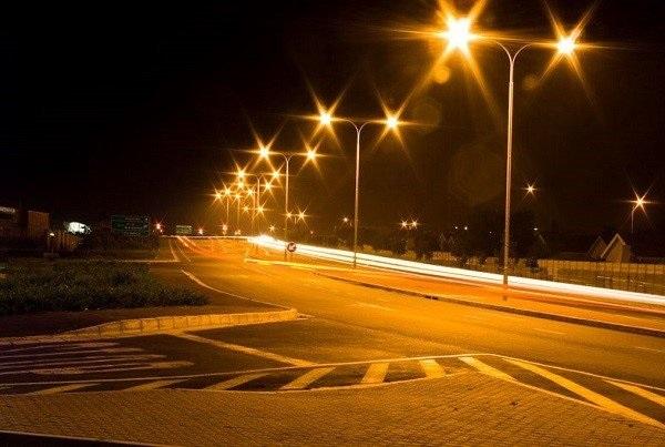 Đèn đường là gì? Ánh sáng đèn đường có màu gì? Có bao nhiêu loại?